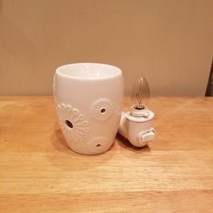 Scentsy Mini Plug-in Warmer - White Dandy